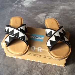 NIB TOMS Viv Black Tribal Slide Sandals